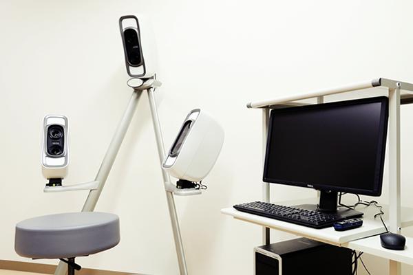 【3次元顔画像撮影解析装置(VECTRA)】<br>人間の顔を3次元で撮影することができ、あらゆる方向から解析することができます。