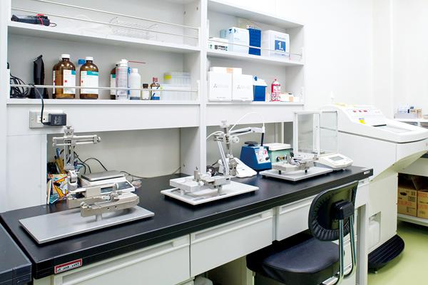 【手術室】<br>脳の外科的処置や薬理学的処置を行います。